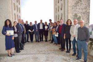 Nella foto tutti gli organizzatori ed i relatori del convegno SicurezzAccessibile e le due vincitrici dei Premi di Laurea FirEst - AiFOS e Todd - Visintin.