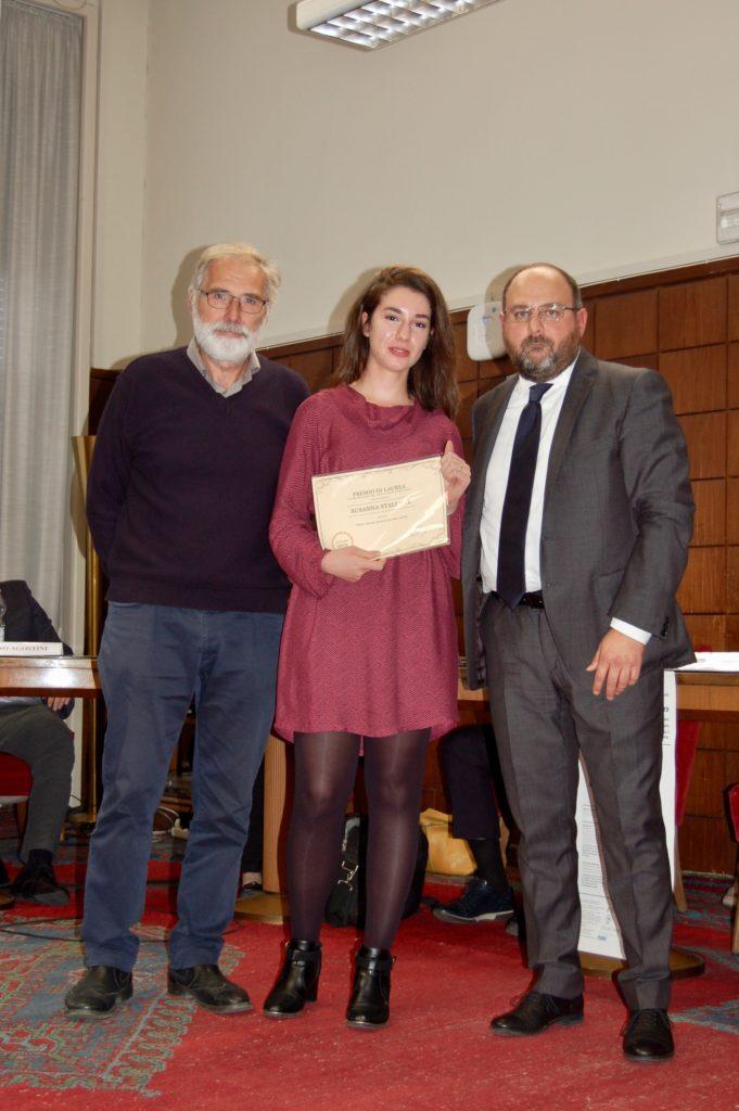 La consegna del Premio Todd-Visintin alla Dott.ssa Susanna Stallone da parte di Marino Visintin, padre di Roberto Visintin.